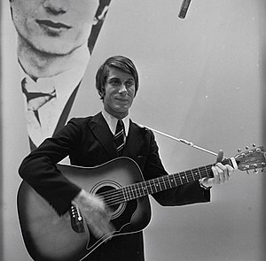 Jacques Dutronc - Dutronc performing on Dutch TV in 1966.