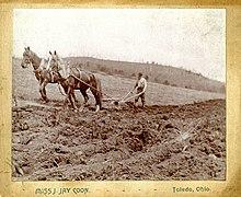 İki atla çiftçilik yapan çiftçi, 1890'lar
