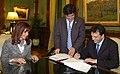 Firma del traspaso al Estado de Aerolíneas Argentinas.jpg