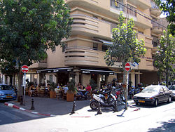 A street cafe in Florentin