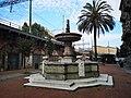 Fontana monumentale, Piazza Luigi Settembrini, Genova.jpg