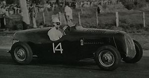 1950 New South Wales 100 - The winning Ford V8 Special of Doug Whiteford at the 1950 New South Wales 100