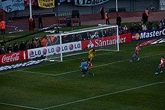 Diego Forlán luego de anotar el segundo gol de Uruguay.