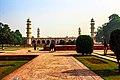 Garden outside Jahangir tomb (2).jpg