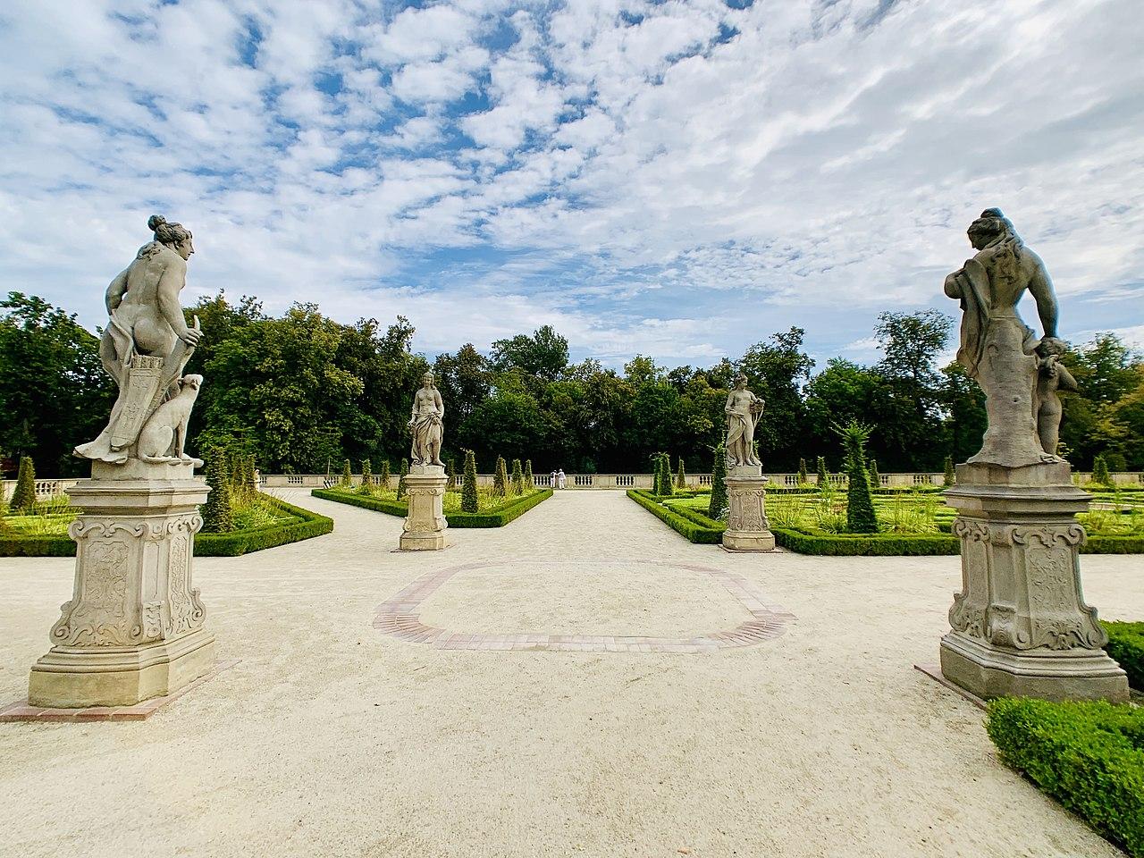 Garden sculptures of the Wilanów Palace, Poland 04.jpg