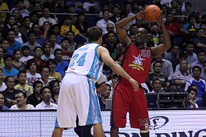 Gary Payton - Payton looks to make the pass.