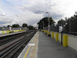 Goldhawk Road stn look south2 2012.JPG
