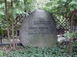 Erich Engel - Grave of Erich Engel in the Dorotheenstadt burial ground in Berlin