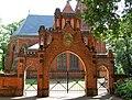 Gutskirche Vollenschier Tor.JPG