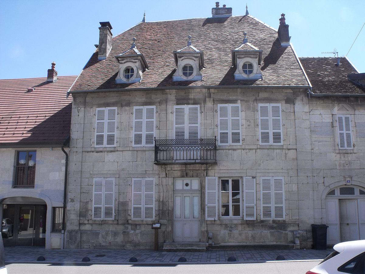 Maison de ma tre de poste saint vit wikip dia for Architecture maison de maitre