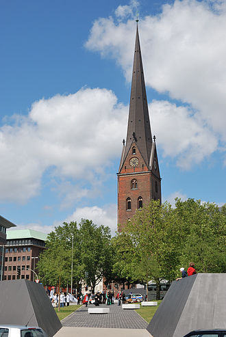 St. Mary's Cathedral, Hamburg - Former cathedral site with the archeological park and the steel imitations of the walls of the presumable original fortified church, St. Peter's in the background.