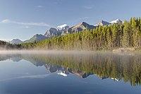Herbert Lake beim Icefields Parkway.jpg