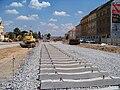 Hradčanská, rekonstrukce ulice, pohled k východu, pražce, 2010-07-14.jpg