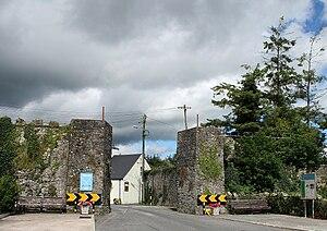 "Jamestown, County Leitrim - The headless ""arch"""
