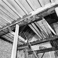 Interieur eerste verdieping- beschilderde moerbalken voorkamer - Brielle - 20267704 - RCE.jpg