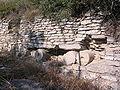 Iruña Veleia, muralla detalle columnas.JPG