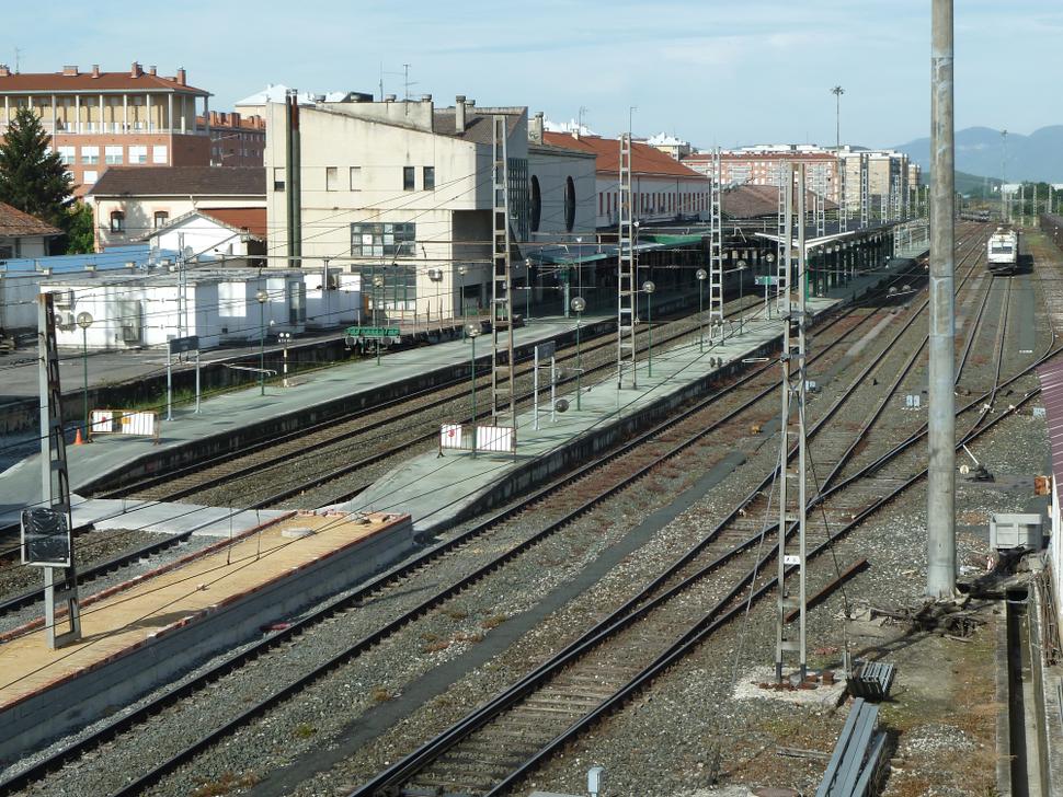 Iruñeko tren geltokia - Estación de tren de Pamplona