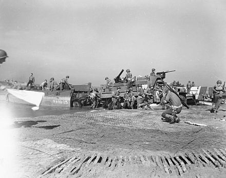 Artillery being landed during the invasion of mainland Italy at Salerno, September 1943 ItalySalernoInvasion1943.jpg