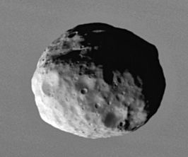 Janus, gefotografeerd door Cassini in 2006 (NASA)