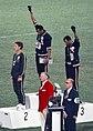 Tommie Smith und John Carlos zusammen mit dem Australier Peter Norman auf dem Siegerpodest