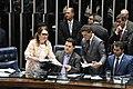 Kátia Abreu leva a pasta do senador Davi Alcolumbre durante eleição para presidência do Senado em fevereiro de 2019.jpg