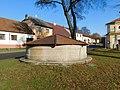 Kašna na náměstí v Kamenici (Q104975677).jpg