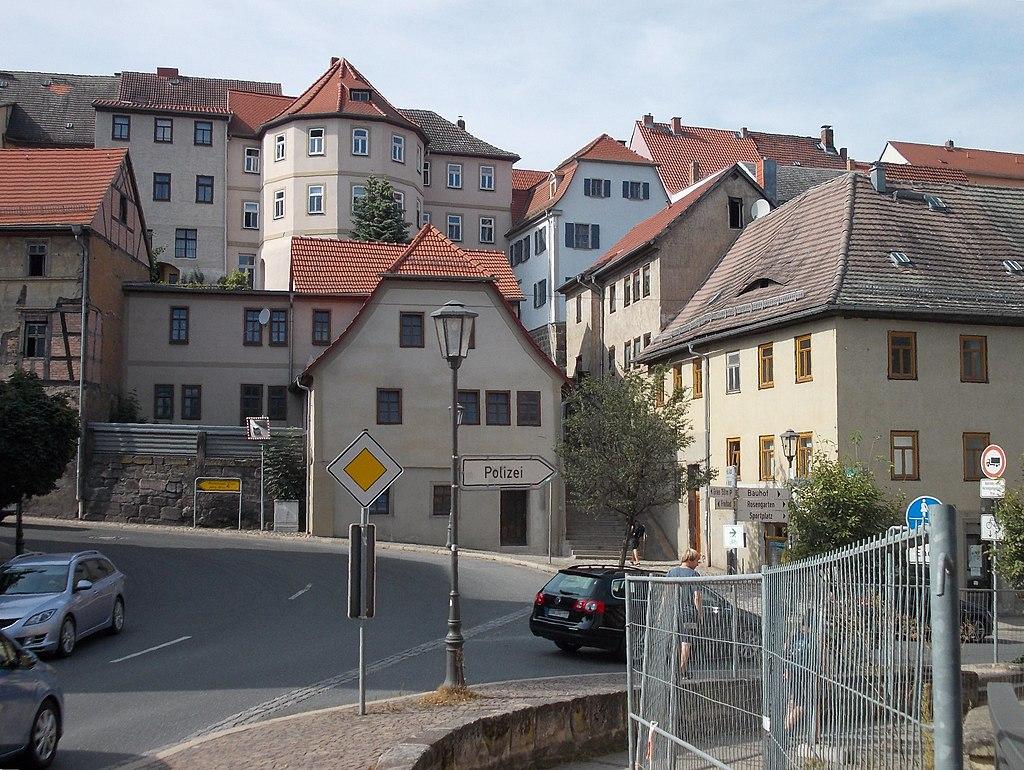 1024px-KahlaBr%C3%BCckenplatz.JPG