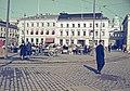 Kauppatori, pääsiäiskoristeiden myyntikojuja - XLVIII-1098 - hkm.HKMS000005-km0000m3c7.jpg