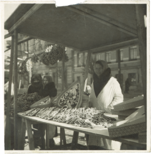 Kaziuko mugė - Vendor of Casimir's Hearts in 1939