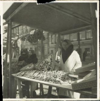 Kaziuko mugė - Vendor of Casimir's Hearts in 1939