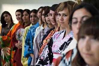 Japanese Chileans - Image: Kimono Fashion Show Nikkei Valparaiso