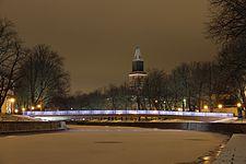 Kirjastosilta, Aurajoki ja Turun tuomiokirkko, kuvattuna Itäiseltä Rantakadulta, Turku, 8.12.2013.jpg