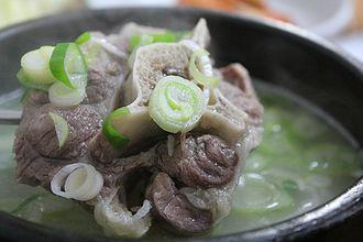 Oxtail soup - Image: Kkori gomtang