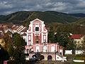 Klášterec nad Ohří, ze zámku, Kostel Nejsvětější Trojice+Sala terrena 01.jpg