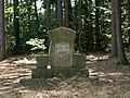 KnČl - památník jelenovi.jpg