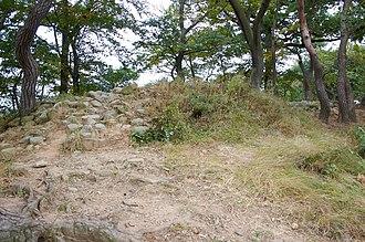 Banwolseong - Image: Korea Gyeongju Banwolseong Remains 01