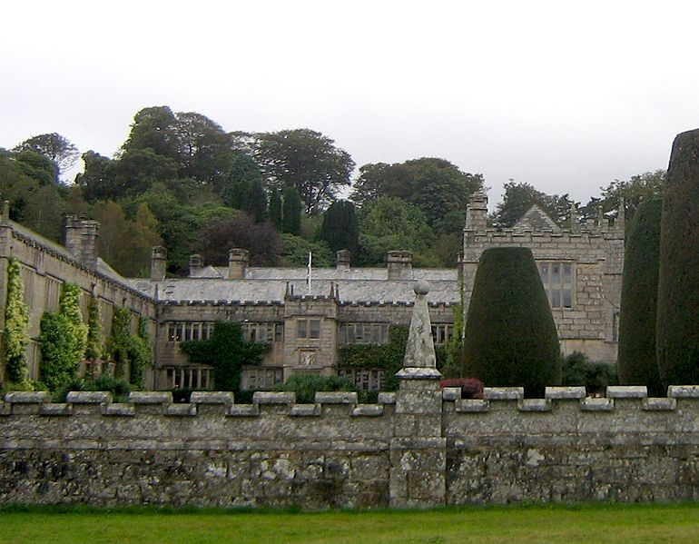 http://upload.wikimedia.org/wikipedia/commons/thumb/3/3e/Lanhydrock_house.jpg/770px-Lanhydrock_house.jpg