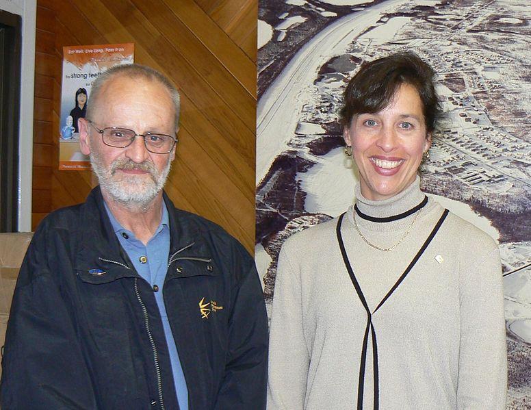 File:Laura Lochman and Inuvik Mayor Derek Lindsay.jpg