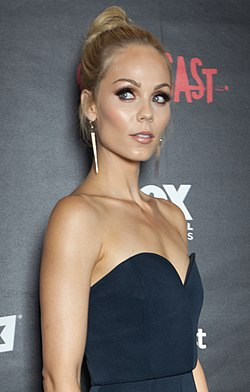 Laura Vandervoort - Outcast Red Carpet - 9 July 2015 (cropped).jpg
