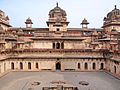Le Jehangir Mahal (Orchha) (8451914174).jpg