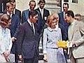 Le roi Baudoin et son épouse accueillent Eddy Merckx, son épouse, ainsi que son équipe, après leur première victoire au tour de France 1969.jpg