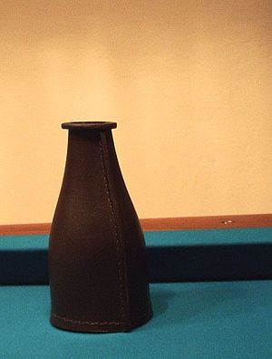 Bottle pool - Image: Leather shake bottle
