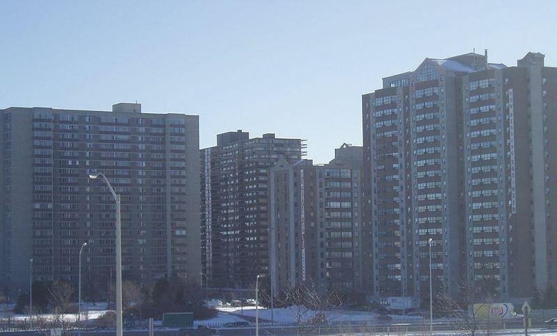 800px-Lees_Avenue_apartment_buildings.jpg