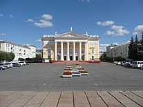 Lenin Square and the Palace of Culture in Zheleznogorsk, Krasnoyarsk Krai.JPG
