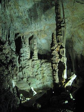 Lewis and Clark Caverns - Illuminated interior of Lewis and Clark Caverns