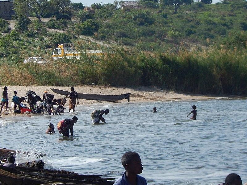 File:Local people on Lake Bangweulu.jpg