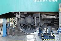 Lokomotivní depo Praha-Vršovice, lokomotiva 150.209, kolo (2).jpg