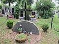 Lom - hřbitov -pomník obětem války 1.jpg