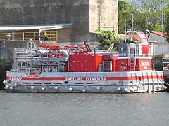 240px-Lorient-Bateau-pompiers.jpg