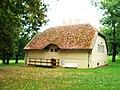 Lubostroń, budynek gospodarczy (dec. domek myśliwski), kon. XIXg.JPG